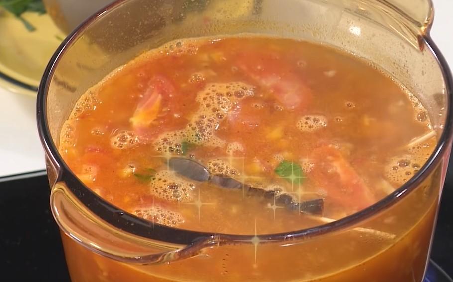 Bước 2 Nấu nước lẩu Lẩu tôm càng xanh