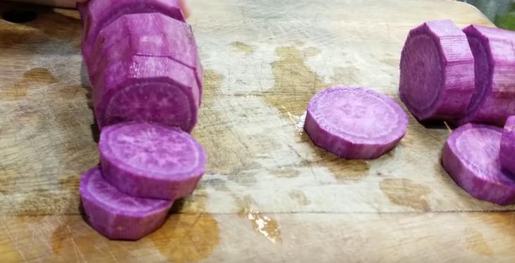 Bước 1 Sơ chế nguyên liệu Bánh khoai môn lệ phố