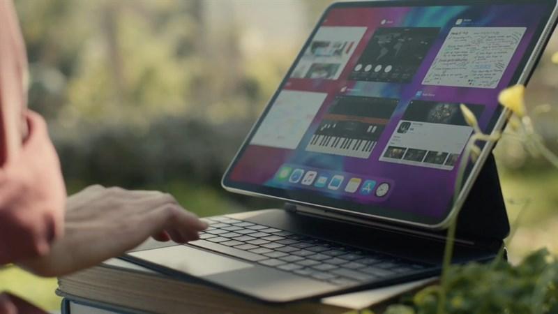 Laptop màn hình cảm ứng gập 360 độ VS Máy tính bảng bàn phím rời  Laptop màn hình cảm ứng gập 360 độ VS Máy tính bảng bàn phím rời: Cuộc chiến ngày càng ngay cấn 144132 ipad pro 2020 1024x576 800 resize