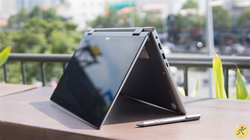 Laptop màn hình cảm ứng gập 360 độ VS Máy tính bảng bàn phím rời  Laptop màn hình cảm ứng gập 360 độ VS Máy tính bảng bàn phím rời: Cuộc chiến ngày càng ngay cấn 1 800x450
