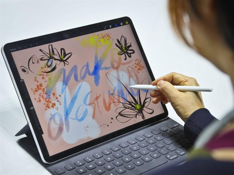 Laptop màn hình cảm ứng gập 360 độ VS Máy tính bảng bàn phím rời  Laptop màn hình cảm ứng gập 360 độ VS Máy tính bảng bàn phím rời: Cuộc chiến ngày càng ngay cấn businessinsider 1100x825 800 resize