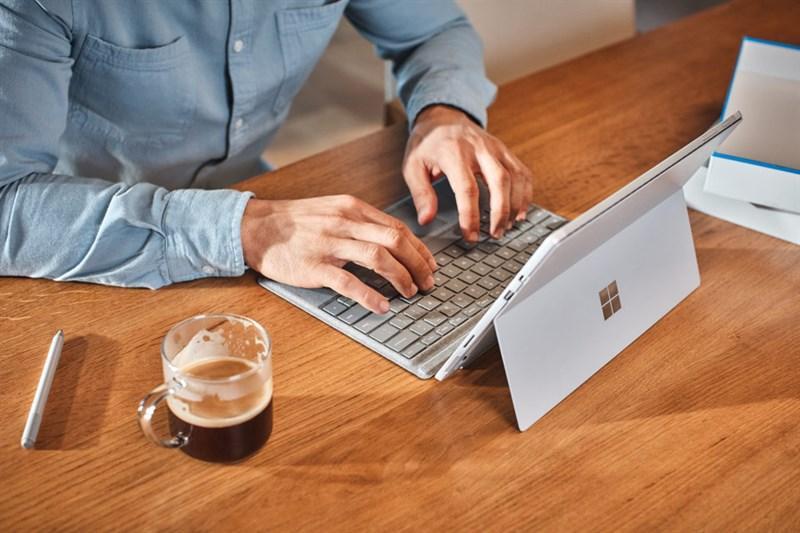 Laptop màn hình cảm ứng gập 360 độ VS Máy tính bảng bàn phím rời  Laptop màn hình cảm ứng gập 360 độ VS Máy tính bảng bàn phím rời: Cuộc chiến ngày càng ngay cấn microsoft1 960x640 800 resize