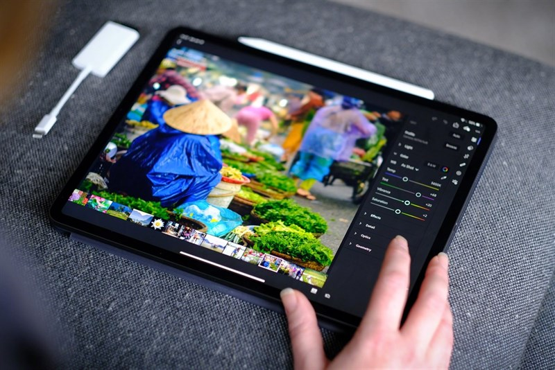 Laptop màn hình cảm ứng gập 360 độ VS Máy tính bảng bàn phím rời  Laptop màn hình cảm ứng gập 360 độ VS Máy tính bảng bàn phím rời: Cuộc chiến ngày càng ngay cấn nicolesyblog  2500x1667 800 resize