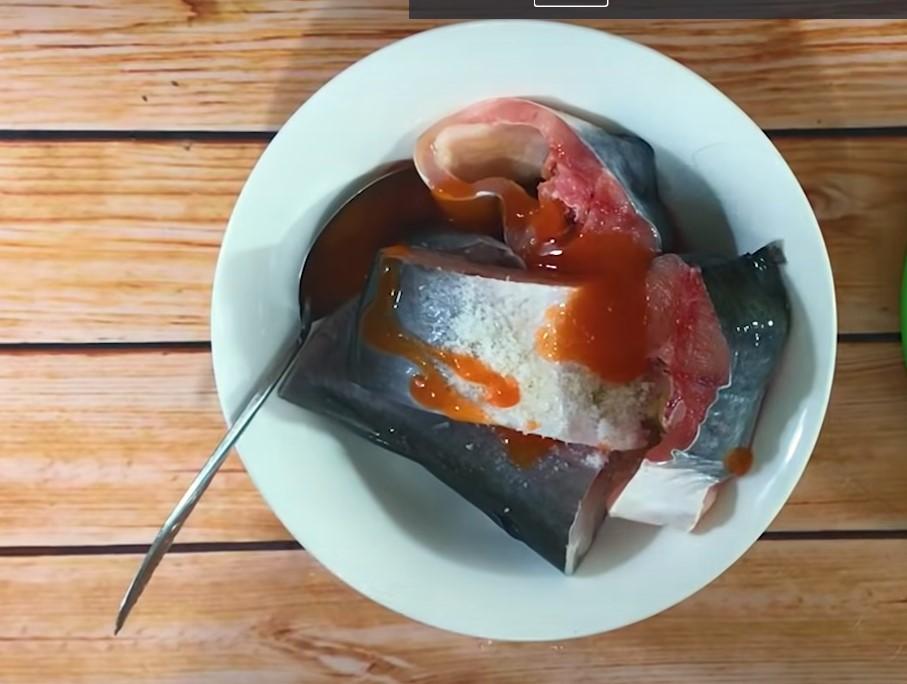 ướp cá với gia vị