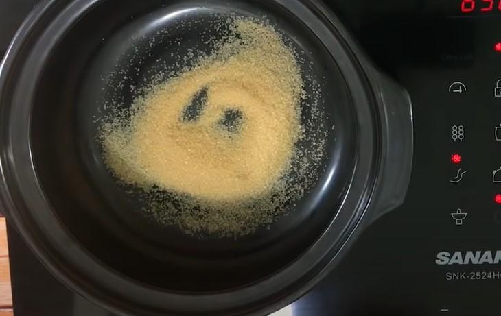 nấu nước màu cho cá kho