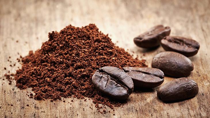 Bã cà phê xua đuổi con trùng