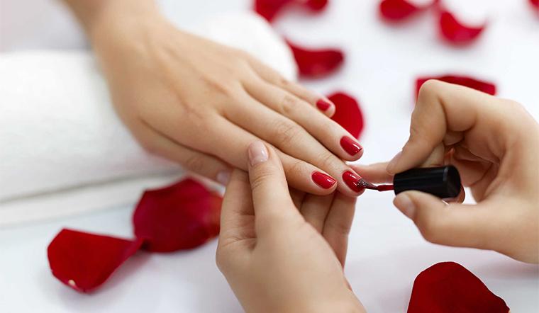 Mẹo để giữ sơn móng tay bền màu lâu phai