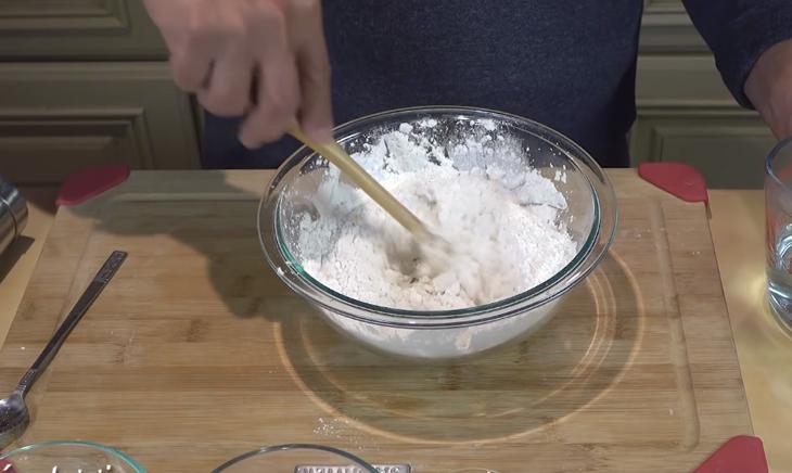 Bước 1 Trộn bột Bún tươi