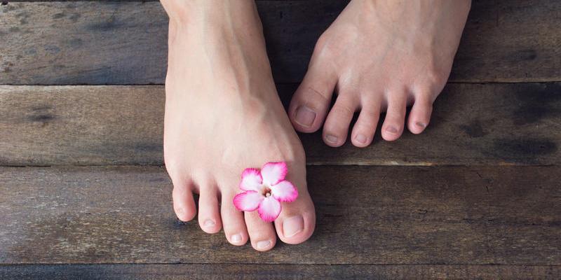 Cách chăm sóc móng chân tránh hư tổn