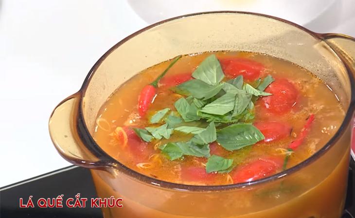 Bước 3 Nấu nước lẩu Lẩu cá khoai chua cay