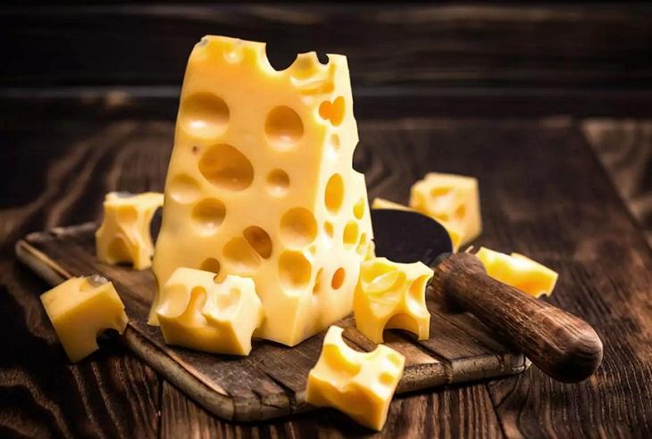 phô mai thuộc trứng thuộc Nhóm thực phẩm giàu cholesterol nên bổ sung