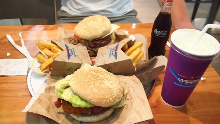 thức ăn nhanh thuộc thực phẩm chiên thuộc Nhóm thực phẩm giàu cholesterol cần tránh