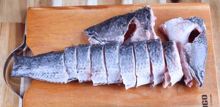 Bước 1 Sơ chế cá lóc Hủ tiếu cá lóc
