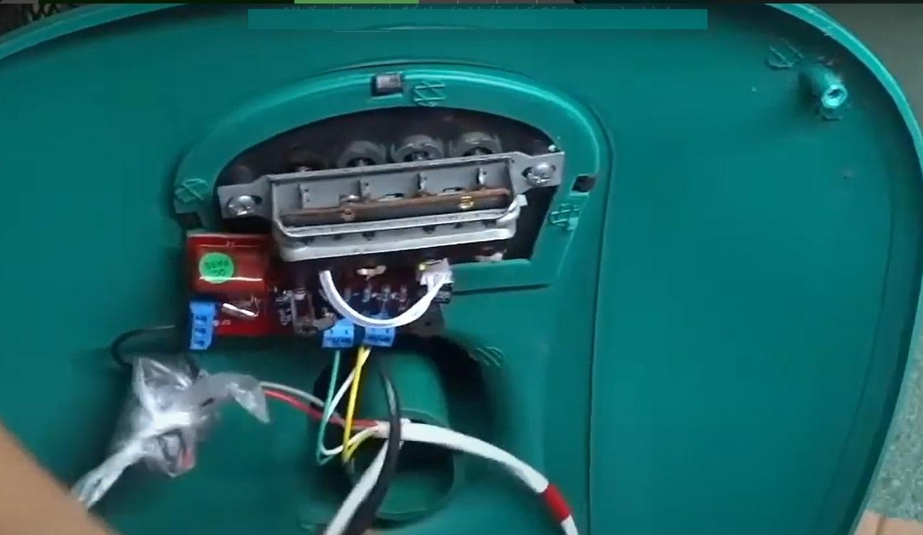 Lắp bộ vi mạch vào trong hộp quạt