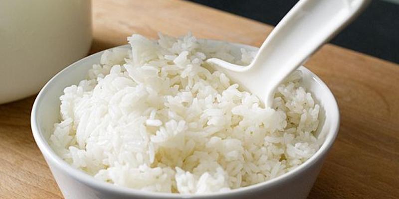 Tại sao bạn không nên ăn cơm nguội?