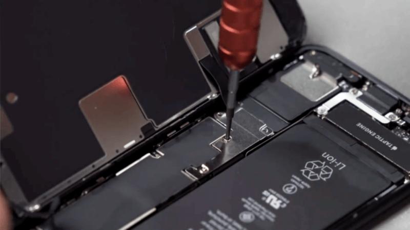 Tháo tung iPhone SE 2020