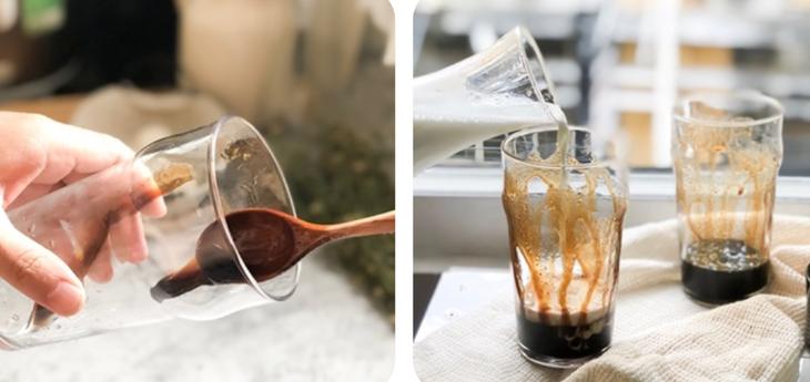 Dùng muỗng múc nước đường đen để vào lòng ly, xoay ly thành 1 vòng