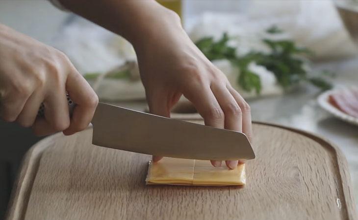Bước 2 Sơ chế các nguyên liệu khác Khoai tây đút lò phô mai