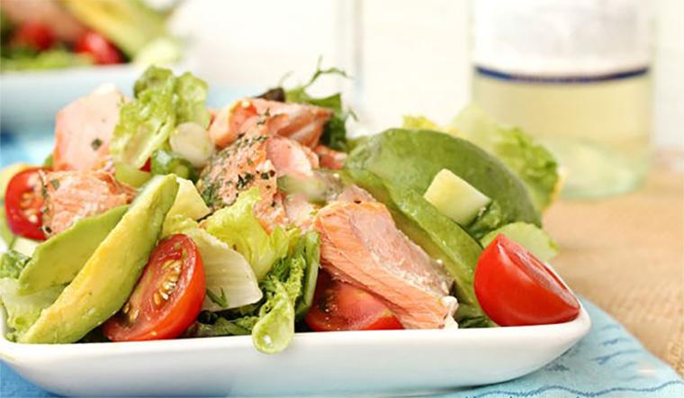 Cách làm salad bơ cá hồi món ăn ngon trong mùa bơ năm nay