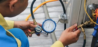 Máy lạnh bị rò gas có nguy hiểm không? Nguyên nhân, dấu hiệu nhận biết và cách khắc phục hiệu quả
