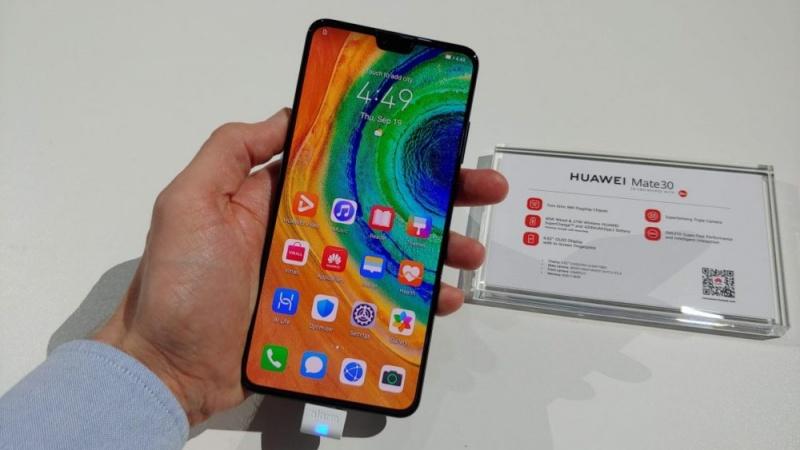 Bên trong Huawei Mate 30 5G chỉ có 1% linh kiện Mỹ, bạn nghĩ số còn lại đến từ nước nào?