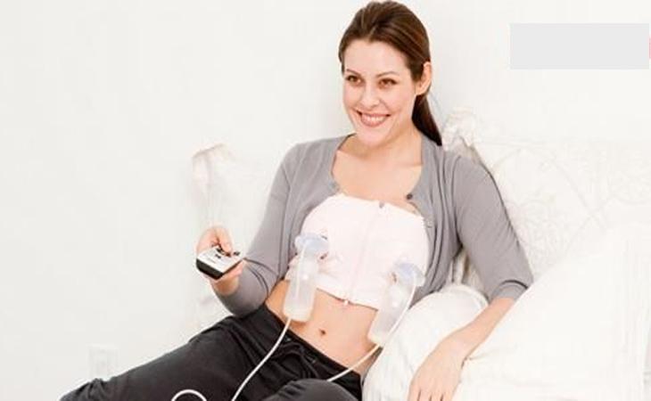 Nên sử dụng máy hút sữa đôi (hút 2 ngực cùng một lúc) để rút ngắn thời gian của bạn