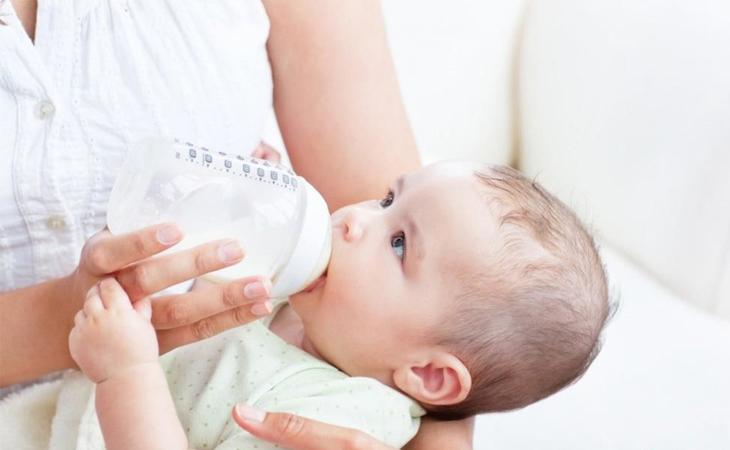 Một số lưu ý dùng sữa cho bé đúng cách