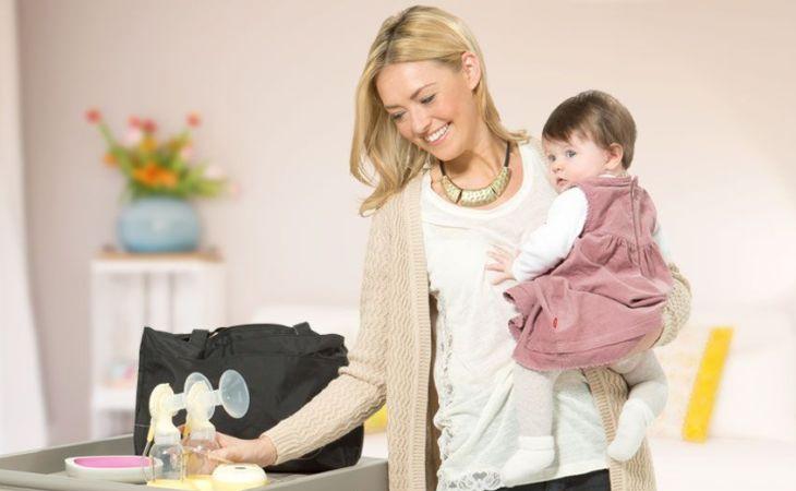 Cần phải kích thích thêm sữa mẹ nếu trẻ tăng cân chậm bằng cách vắt sữa bằng tay hoặc dùng máy hút sữa