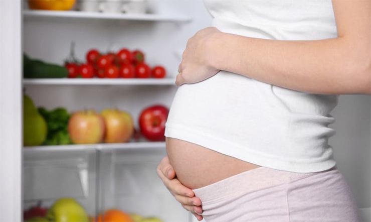 Mẹ bầu mang thai 3 tháng đầu không nên ăn gì?