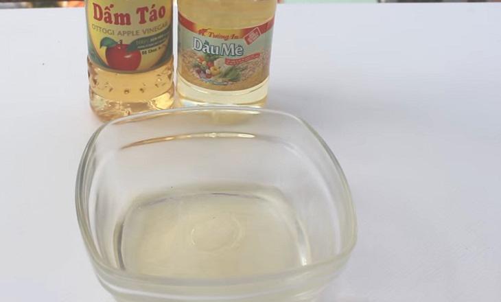 Bước 1 Chuẩn bị nguyên liệu Dầu giấm trộn salad từ giấm táo