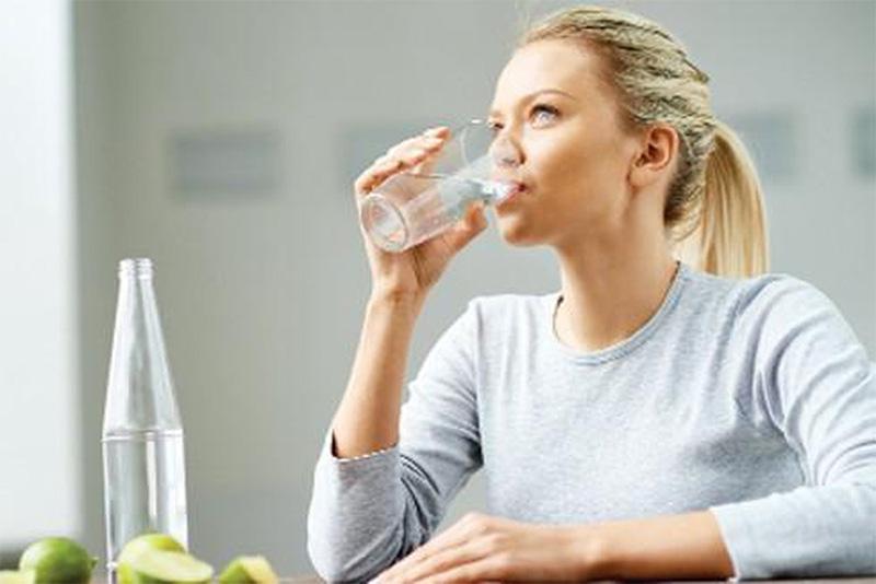 Nên uống gì khi đang nóng và khát