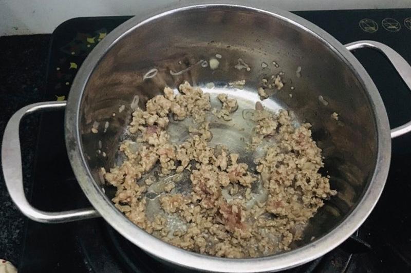 Công thức nấu canh rau mồng tơi thịt nạc ngon, mát của chị Nguyên