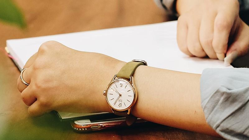 Hình ảnh đồng hồ thời trang giảm sốc