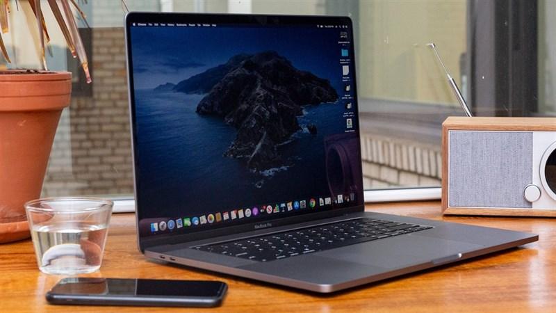 MacBook dùng vi xử lý ARM sẽ được tung ra sớm hơn dự kiến ban đầu, dùng chip này chắc pin trâu lắm đây
