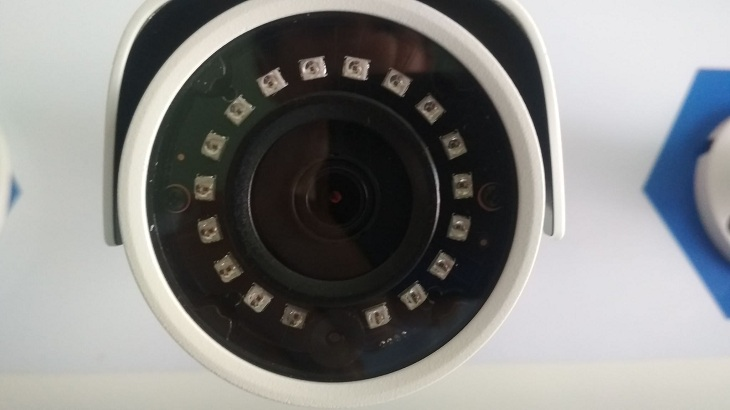 Camera có đèn LED hồng ngoại (IR)