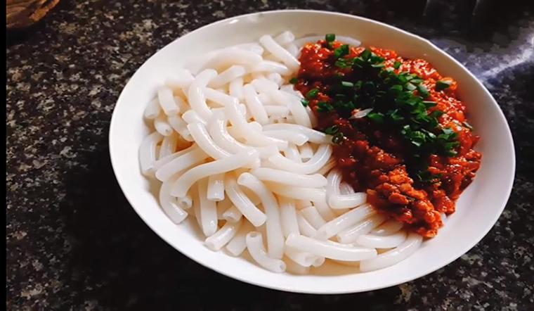 Cách làm nui xào thịt bằm thơm ngon bổ dưỡng cho bữa sáng cả gia đình