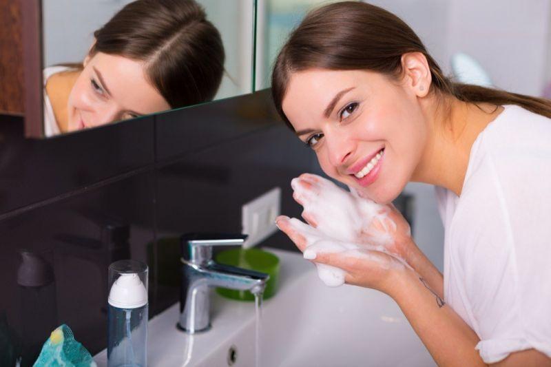 Rửa mặt thường xuyên
