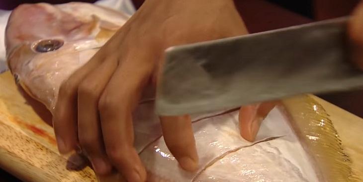 Bước 1 Rửa sạch Cá bò da nướng muối ớt xanh