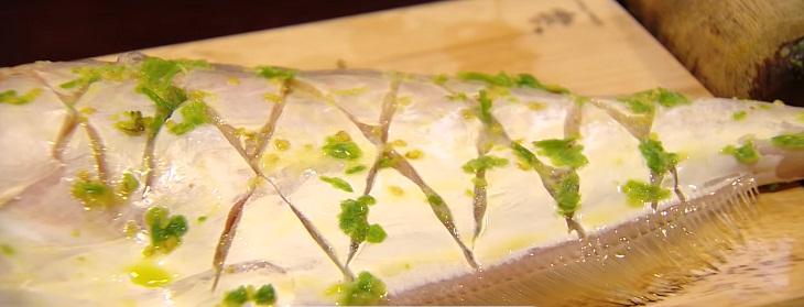 Bước 3 Ướp cá Cá bò da nướng muối ớt xanh