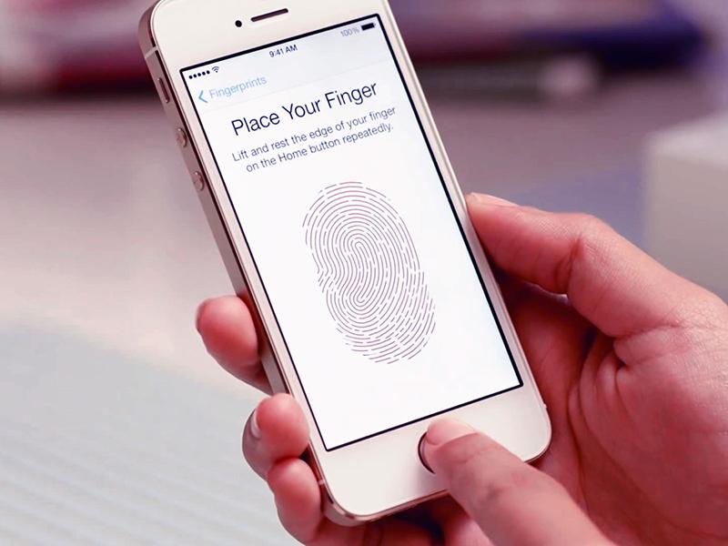 Touch ID iPhone  Nhận diện khuôn mặt Vs. Cảm biến vân tay: Xu thế hiện đại hay đa dụng? iphone 5s touch id fingerprint video hero 4x3 1505303917630 800x600