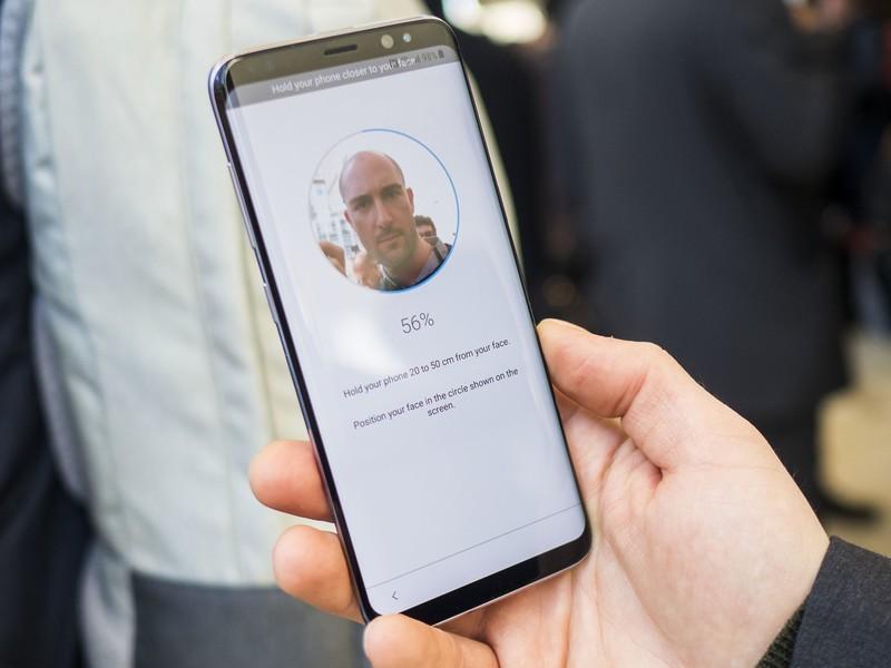 Nhận diện khuôn mặt Android  Nhận diện khuôn mặt Vs. Cảm biến vân tay: Xu thế hiện đại hay đa dụng? samsung galayx s8 facial recognition setup 4 scanning 800x600