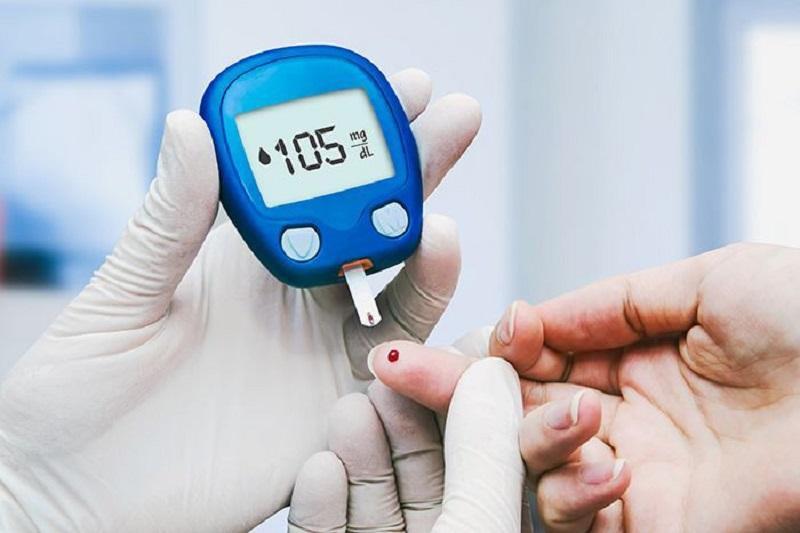 Những lưu ý khi ăn mít không thể bỏ qua để tránh gây hại đến sức khoẻ - Hạn chế ăn mít nếu có biểu hiện bệnh gan nhiễm mỡ, người béo phì, tiểu đường