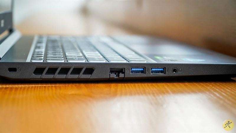 Cạnh trái của Acer Nitro 5 2020