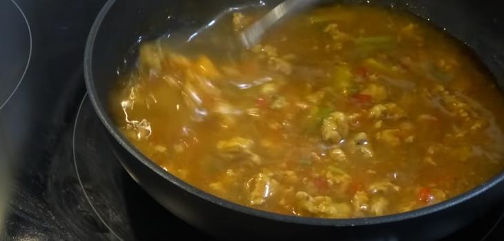 Bước 5 Làm nước sốt ớt chuông nhồi thịt phô mai nướng