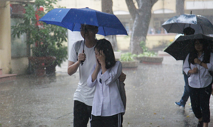 Phải làm gì để đi mưa về vẫn khoẻ mạnh, không lo bị cảm