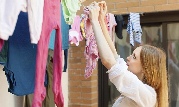 Mẹo giúp giặt quần áo sạch, nhanh khô, không bị hôi trong mùa mưa