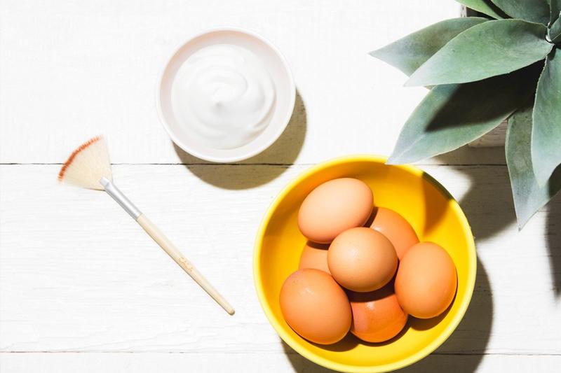 Ủ tóc bằng trứng gà và sữa chua