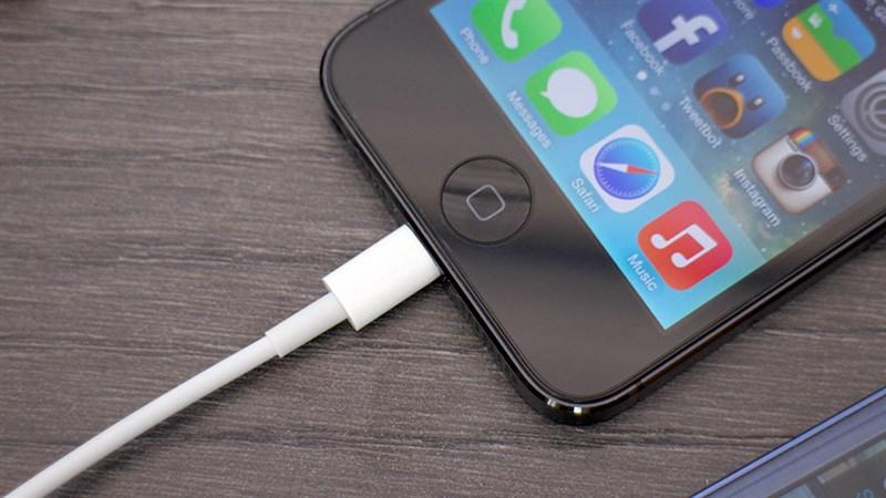 Đừng để mất vàng với các lỗi sạc iPhone này!