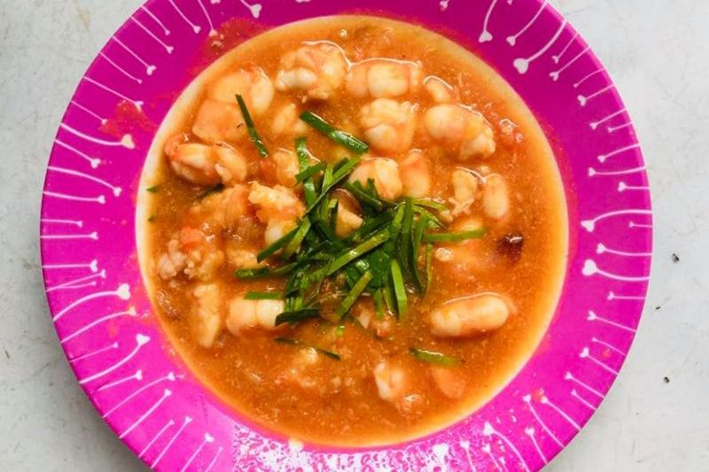 Chị Loan chia sẻ cách làm món tôm sốt cà chua đơn giản dễ làm cho bé
