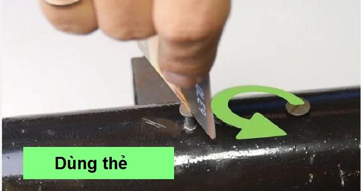 Sử dụng thẻ để mở ốc